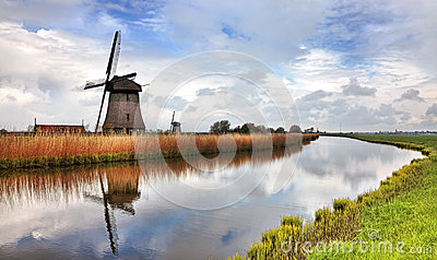 Moinho de vento holandês tradicional