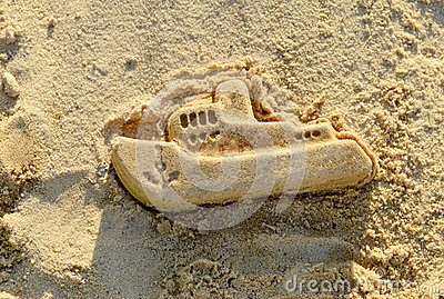 Mold boat in the sand. Kids play.