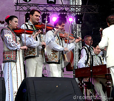 Moldovan violinists in national costumes Editorial Stock Image
