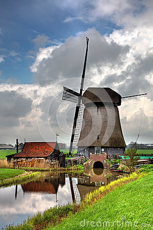 Molino de viento holandés tradicional