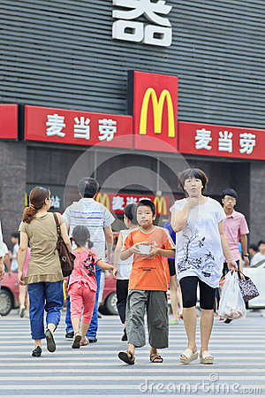 Free Mom And Son On A Zebra Crossing With MacDonald Outlet On Background, Xiang Yang, China Stock Photography - 90703932