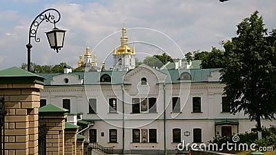 Monast?rio crist?o ortodoxo Abóbadas douradas das catedrais e das igrejas, Kiev-Pechersk Lavra Monastery video estoque