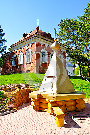Free Monastery Wooden Well And Building Of Red Brick, Built In The 19th Century To The Cells Of The Monks Hermits On The Territory Of P Royalty Free Stock Images - 71128799
