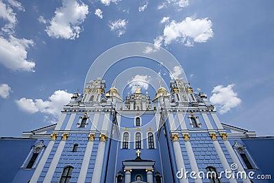 O monastério Dourado-abobadado de St Michael