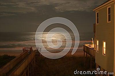Mondschein auf dem Ozean