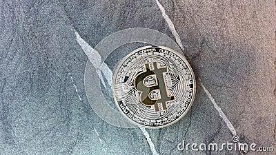 Monete di Bitcoin sul granito archivi video