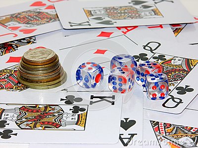 Monete, giocando le ossa e le carte da gioco