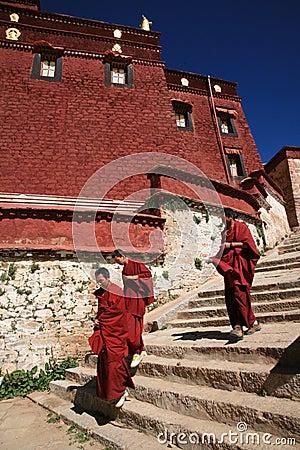 Monges em Tibet Imagem Editorial