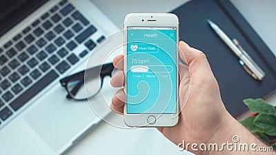 Monitorowanie tętno na healt app na smartphone zdjęcie wideo