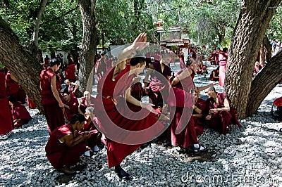 Monje tibetano Fotografía editorial