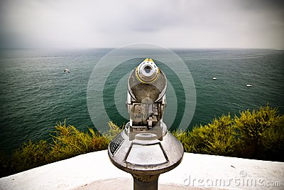 Monocular pointing to the sea