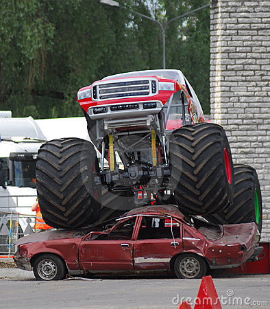 Free Monster Truck Stock Image - 2588881