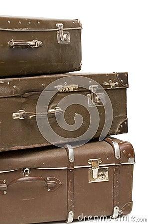 Montão de malas de viagem velhas