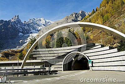 Mont Blanc hace un túnel