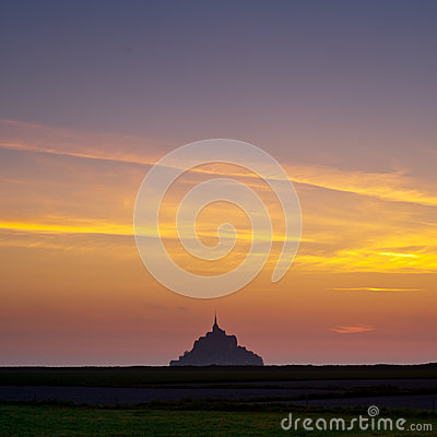 Mont saint-Michel view from meadow