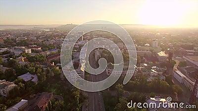 Montaña aérea de Photography Mañana de una ciudad grande Verano irkutsk metrajes