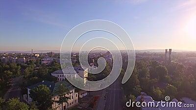 Montaña aérea de Photography Mañana de una ciudad grande Verano irkutsk almacen de metraje de vídeo