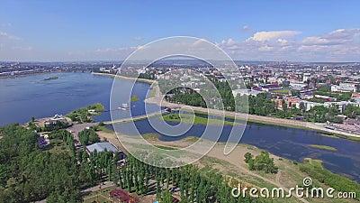 Montaña aérea de Photography Paisaje de la ciudad desde arriba Verano irkutsk almacen de metraje de vídeo