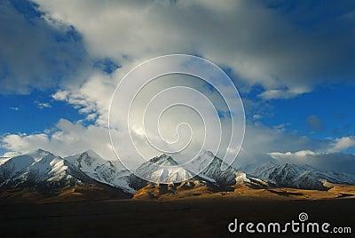 Montaña de la nieve en Tíbet