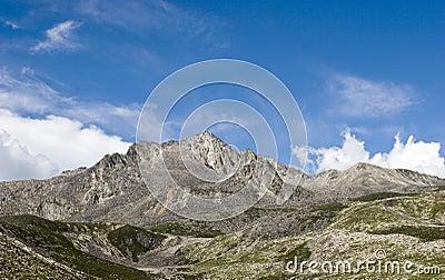Montaña bajo el cielo 8