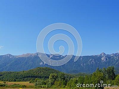 Montagne nel paesaggio di estate