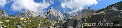 Montagnes avec des gisements de glace