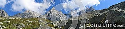 Montanhas com campos de gelo
