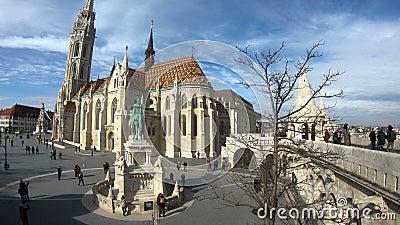Monument à St Stephen et à bastion du pêcheur à Budapest, Hongrie banque de vidéos