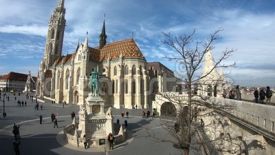 Monument aan Heilige Stephen en het Bastion van de Visser in Boedapest, Hongarije stock videobeelden