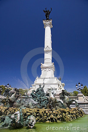Monument aux Girondins and fountain