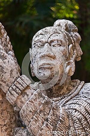 Monument av infött Mayan i Mexico