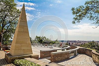 Monument med panorama- landskap