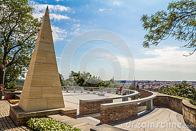 Monument met panoramisch landschap