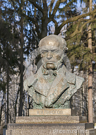 Monument to the famous surgeon N. Pirogov