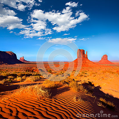 Free Monument Valley West And East Mittens Butte Utah Royalty Free Stock Image - 33614906