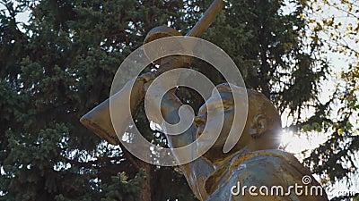 Monument voor de bevrijders van de soldaten tijdens de tweede wereldoorlog stock videobeelden
