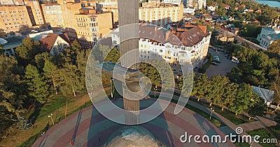 Monumento al 600 aniversario de Kaluga, Rusia Vista aérea almacen de video