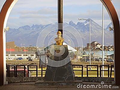 Monumento em Ushuaia, Argentina Foto Editorial