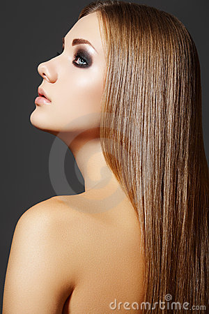 Mooi kapsel. Model met recht lang haar