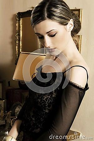 Mooie donkerbruine vrouw