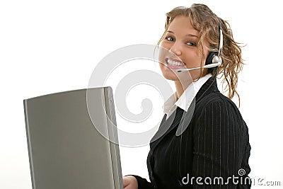Mooie Jonge Dame met Laptop Computer en Hoofdtelefoon