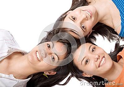 Mooie meisjes met hoofden samen