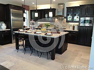 Mooie moderne keuken stock foto   afbeelding: 70636008