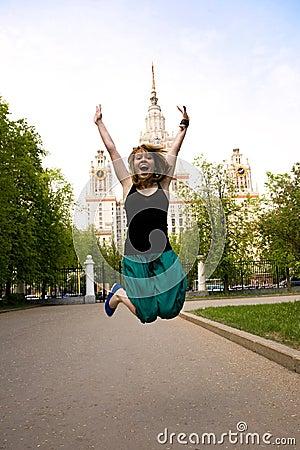 Mooie springende student