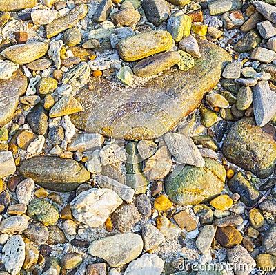 Mooie stenen en rotsen in zonlicht met interessante harmonische st royalty vrije stock - Tuinuitleg met stenen ...