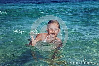 Mooie Tiener Op Vakantie Stock Foto - Afbeelding: 42553566: nl.dreamstime.com/stock-foto-mooie-tiener-op-vakantie-image42553566