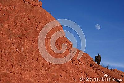 Moon in Garden of the Gods