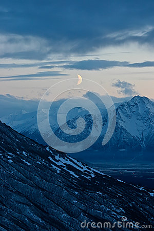 Free Moon Over Mountains Stock Photography - 36885202