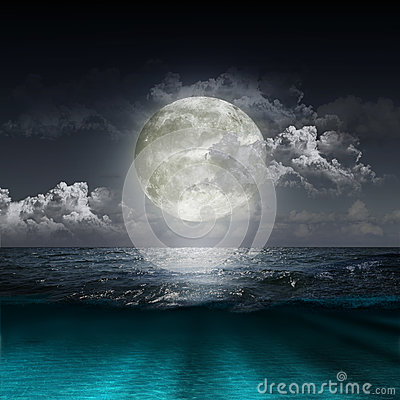 Free Moon Reflecting In A Lake Stock Image - 28994571