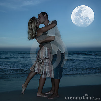 Free Moonlight Kiss Royalty Free Stock Images - 12917819